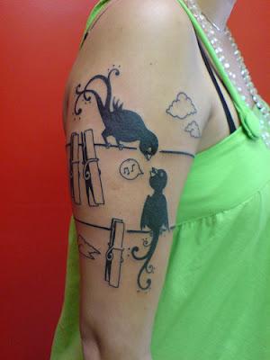 garota tatuada