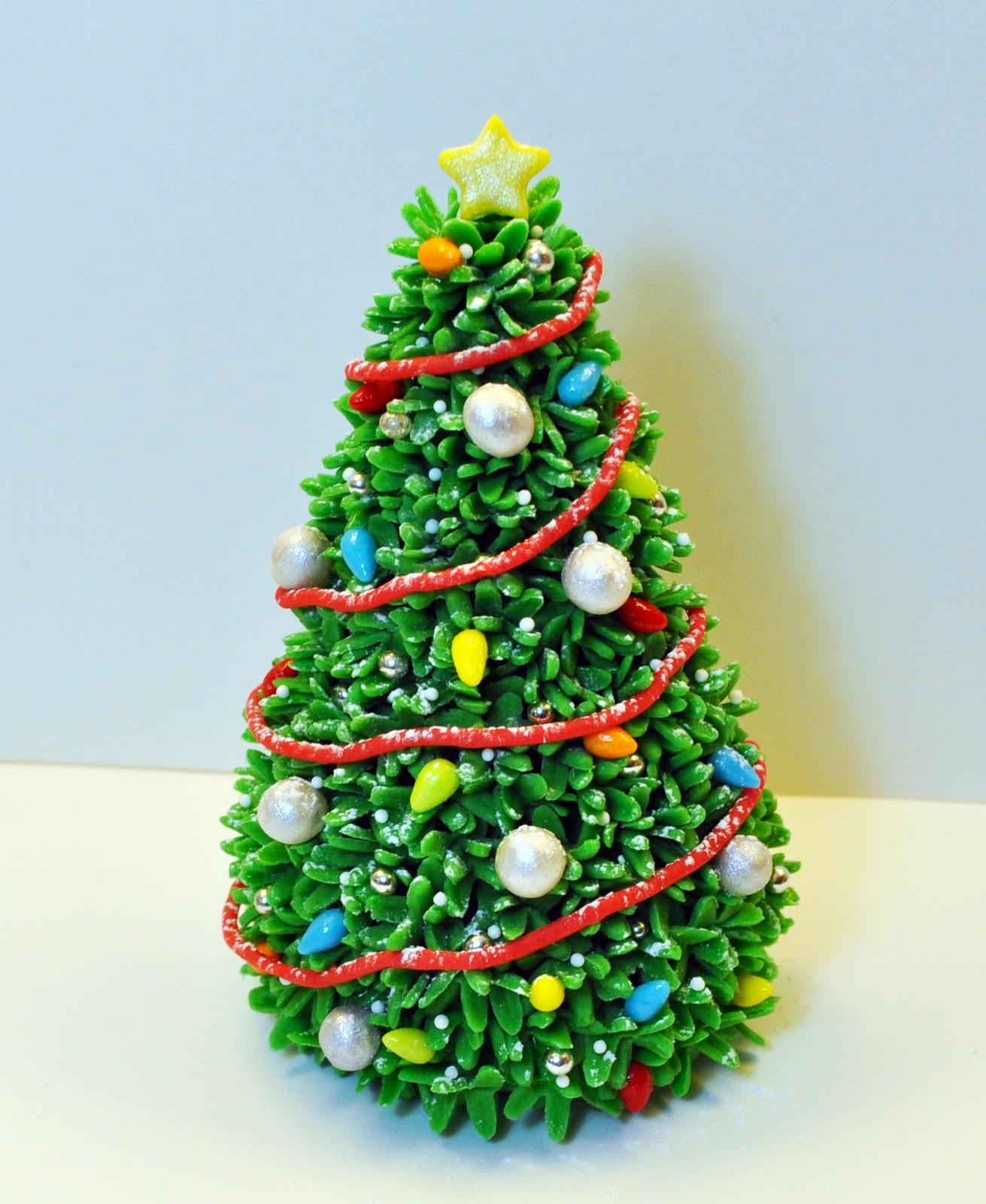 Grand Christmas Tree: Judy's Cakes: Christmas Tree Tutorial Grand Finale