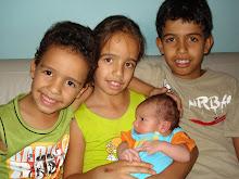 Gabriel , Julia , Pedro , e Victor Hugo ,meus filhos , meu coração.