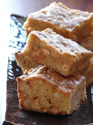 ... et grains de caramel - Maple Butterscotch Macadamia Nut Blondies