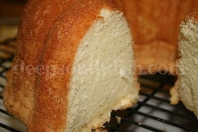 recipe: banana sour cream pound cake [38]