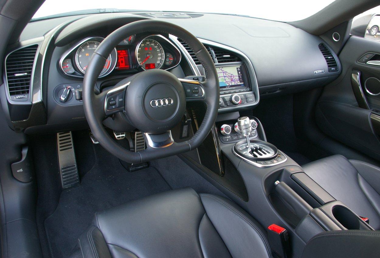 Autos Review Audi R8 interior Specs