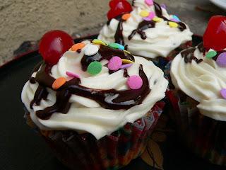 bunnyfoot: vegan cupcakes take over the world!