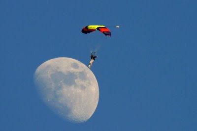 moon_land.jpg