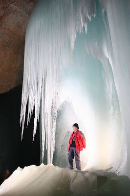 https://1.bp.blogspot.com/_ONnmmM7KyZE/SLpfZFo16XI/AAAAAAAADzk/2-viDJkK8Ok/s400/ice-cave.jpg