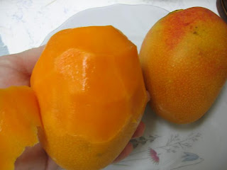 There are 2 ways and much more to eat a sweet mango 6 shekel