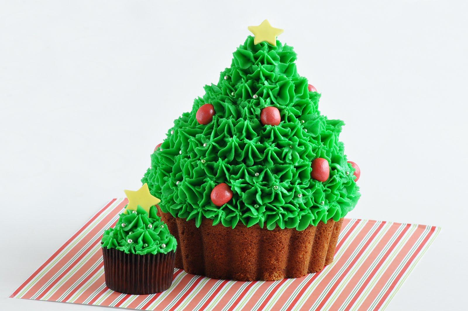 Delish Cupcakes: Win A Giant Christmas Cupcake
