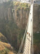 Un pont mòvil per canviar de barri a Constantina