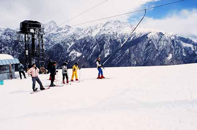 People Enjoying Snow @ Auli