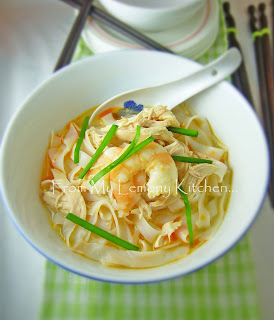 Flat-Rice-Noodles-Soup