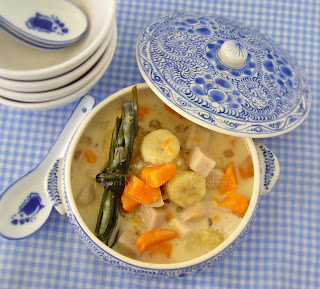 Pengat Ubi and Pisang / Kumara, Yam and Banana in Sweet Coconut Sauce