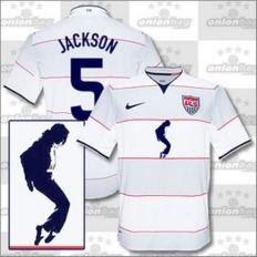 97b072fd82103 A Nike lançou uma camisa em homenagem ao cantor Michael Jackson. O astro do  POP faleceu na última quinta-feira após sofrer parada cardíaca e será ...