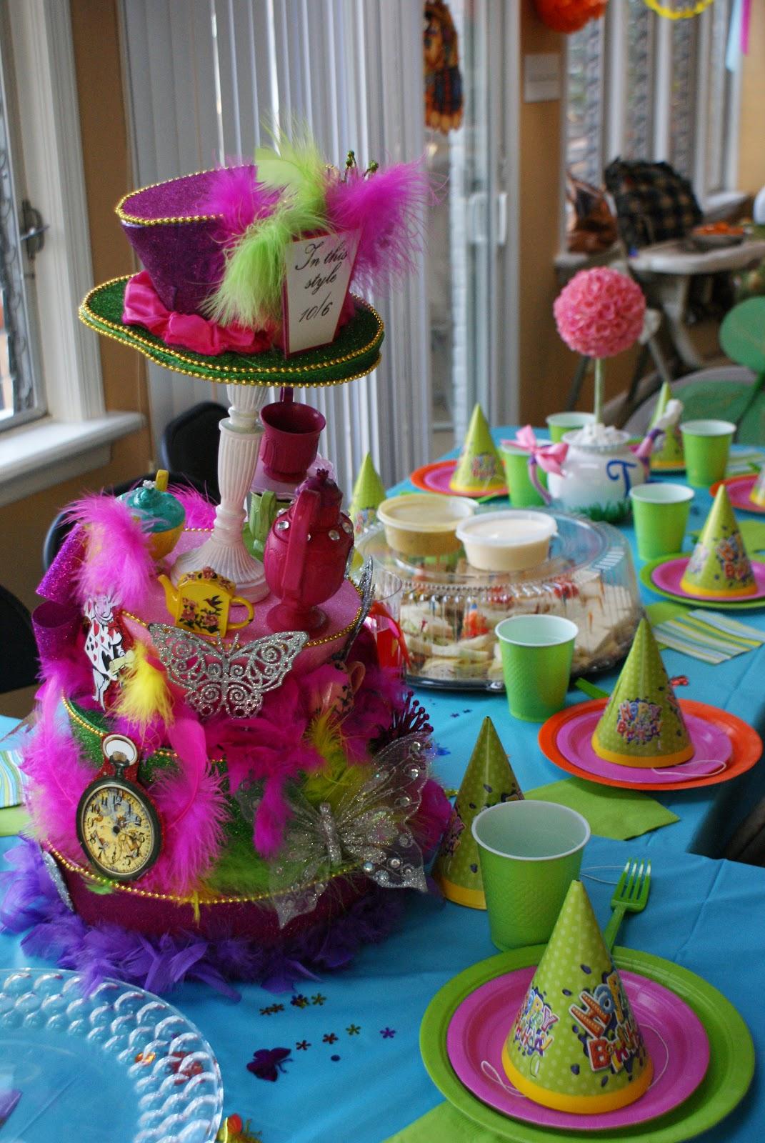 Paper Chick: Alice in Wonderland Birthday Party Centerpiece