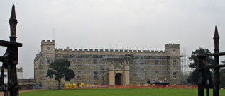 the gates close on Syon House