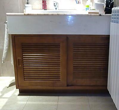 Armario bajo lavabo en madera de cerezo
