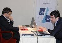 Partida de ajedrez a la ciega entre Aronian y Kramnik en el Torneo Amber 2008