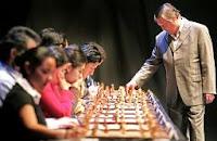 Karpov dará simultáneas de ajedrez en Merida