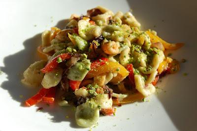 Orecchiette peperoni radicchio…e pistacchi