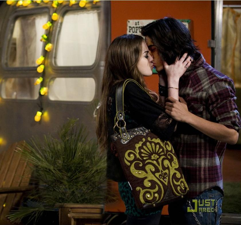 Will tori and beck hookup on victorious