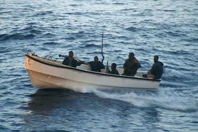 L'une des barques des pirates à l'assaut du navire, au large de la Somalie