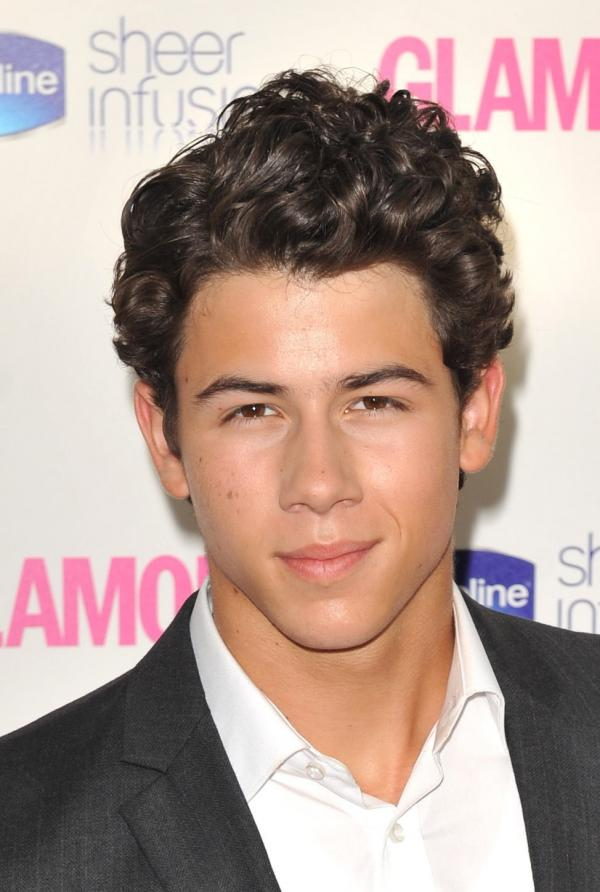 I Support Jonas And Music Fotos De Nick Jonas En Glamour