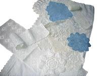 Jag hade en blå period vid 19, allt hemma och alla kläder var blå... Här nån sorts sytrådsaktigt blått garn. Oj, och så den mellan de blå, med sjutielva 'tarmar' som flätats ihop