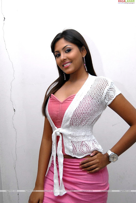 telugu actress madhu shalini - photo #45
