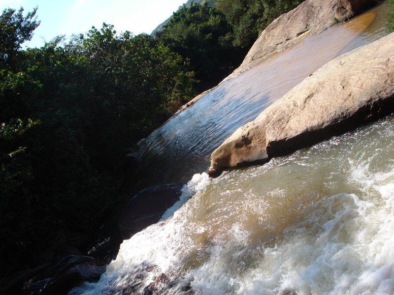 [cachoeira.jpg]