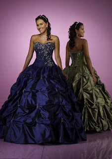 ...что этих платьев есть и другие цвета,просто фоток во всех...