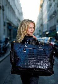 TENDÊNCIAS DE BOLSAS ( eu adorooo)Febre no inverno, bolsas grandes e coloridas invadem o verão 2008