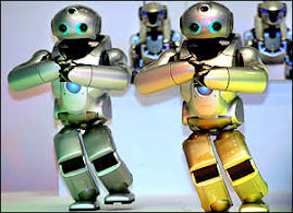 estos dos robots bailaron en publico