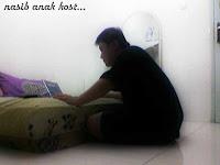 Sendiri di kamar kost