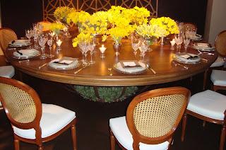 1 Detalhes de uma mesa AMARELA...!