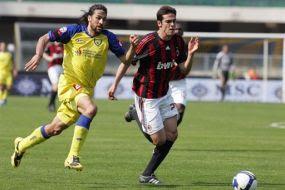 Dengan ini milan sedikit mengurangi selisih poin dengan Inter Milan  Terkini Langkah Milan Mulus Lagi....!!