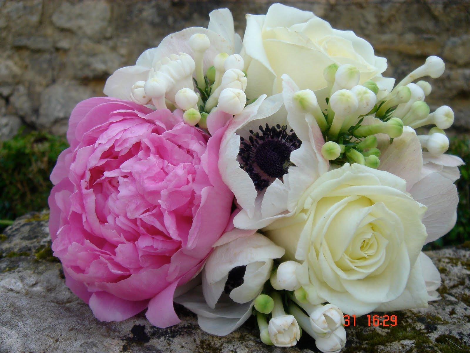 les bouquets de l 39 abbaye pivoine roses esp rance an mones et bouvardia. Black Bedroom Furniture Sets. Home Design Ideas