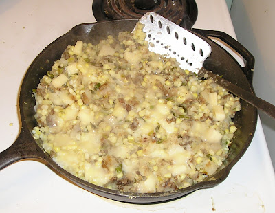 Making Potato & Pepper Hash with Corn & Cheese