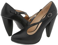 Modern Vintage black banana heel pump
