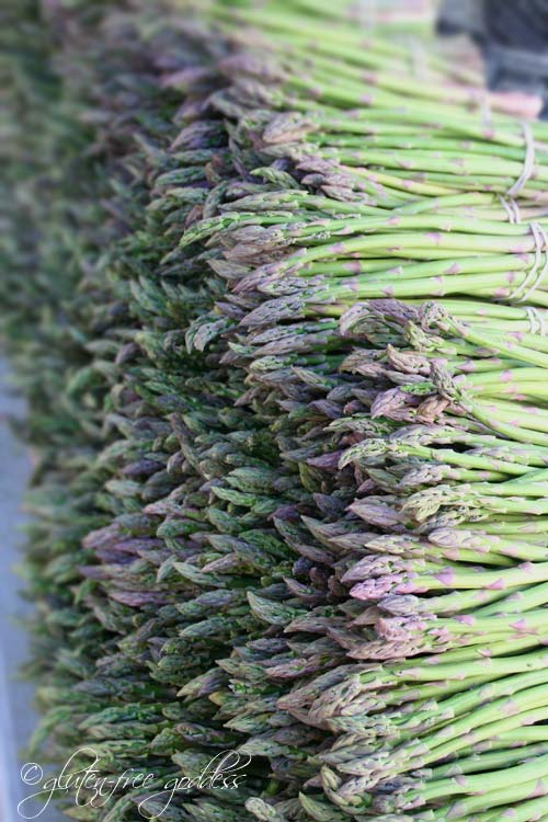 Fresh asparagus at the farmers market