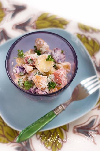 蔬菜沙拉,胡萝卜和胡萝卜,胡萝卜,绿色的胡萝卜和黄色的小牛肉