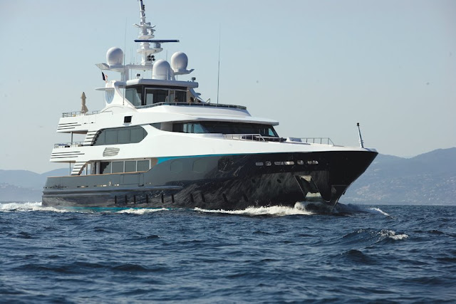 luxury yacht rent in ibiza