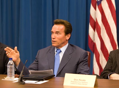 Governor Schwarzenegger talk to Joe Diamos about California's economy
