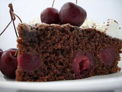 aux délices des gourmets: gÂteau au chocolat, aux cerises & aux