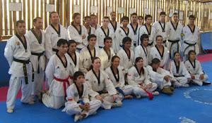 Foto de los instructores y alumnos asistentes al curso.