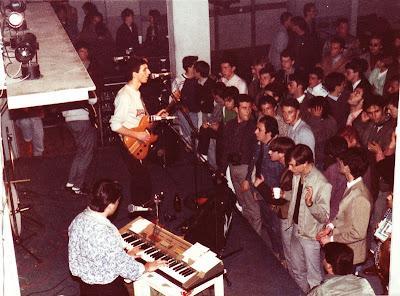 Los Modern Charms en directo en 1985