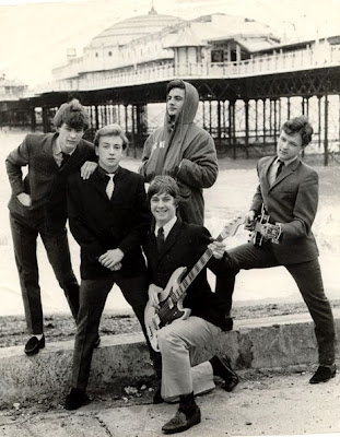 Los Chicane frente al pier de Brighton