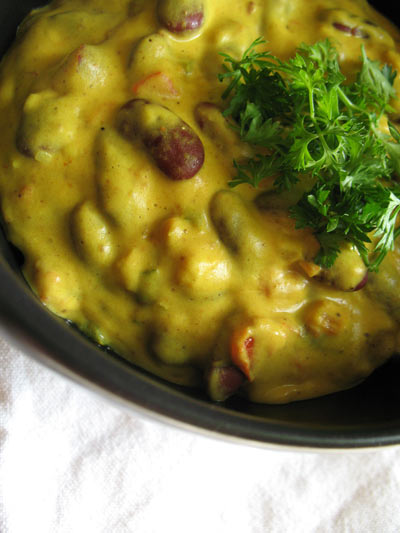 Spicy Kidney Beans with Tomato and Yogurt Sauce
