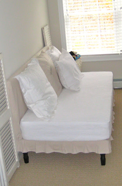Deux Maison Twin Sized Upholstered Slip Covered Daybed