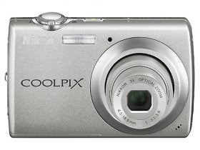 Nikon Coolpix S220 10MP Digital Camera with 3x Optical Zoom and 2. 5 inch LCD