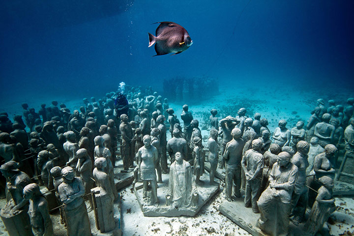 Jason deCaires Taylor: sculpture submerged