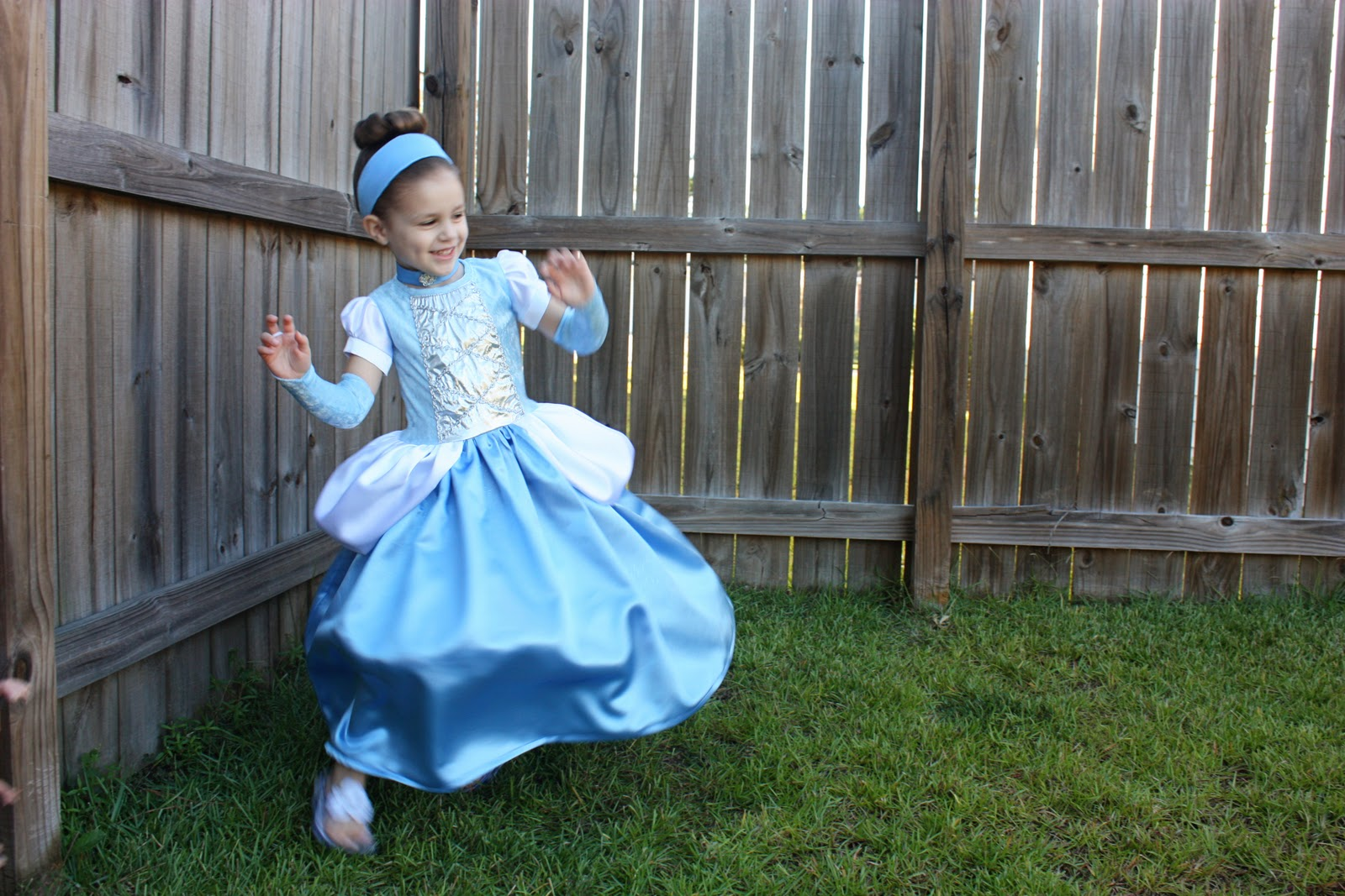 sc 1 st  Makeit-Loveit & Cinderella Dress - Halloween Costume | Make It and Love It